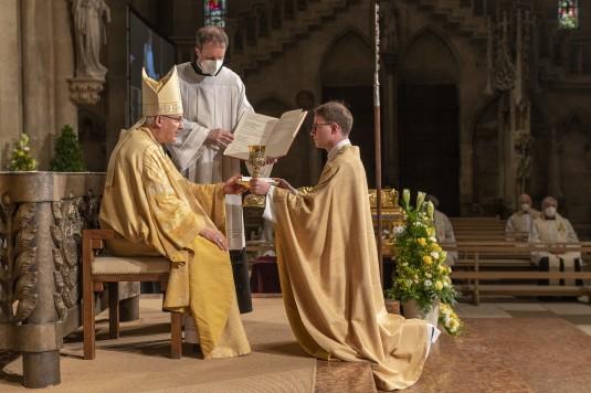 Priesterweihe Bistum Regensburg Dom St. Peter Foto: altrofoto.de